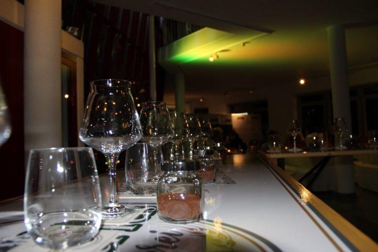 Gedeckter Tisch für ein Bierprobe in Stuttgart